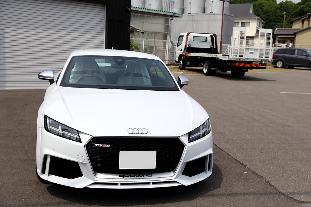 新型Audi TTRS/8S ご入庫!!