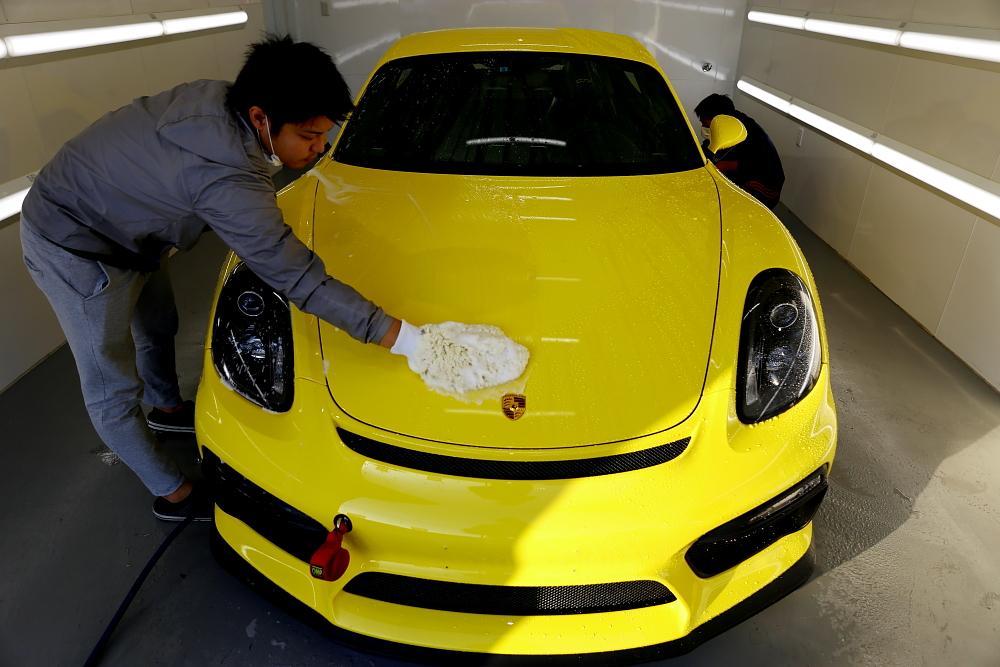 PorscheケイマンGT4 & ボディコーティング定期メンテナンス施工!!