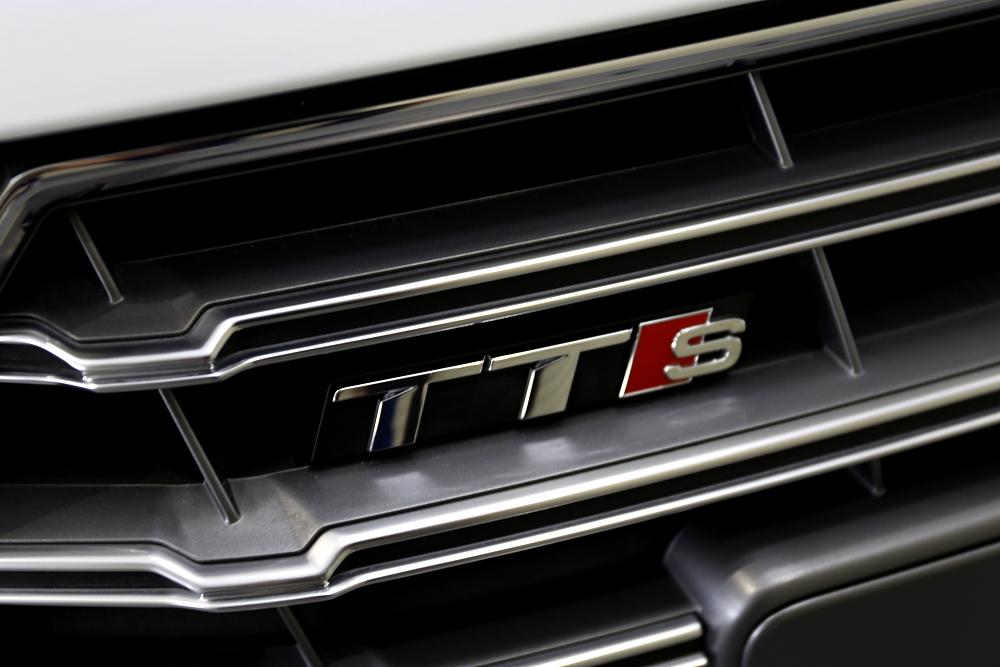 Audi TTS/8S & 鏡面磨き+9Hコーティング施工+Clear guard施工!!