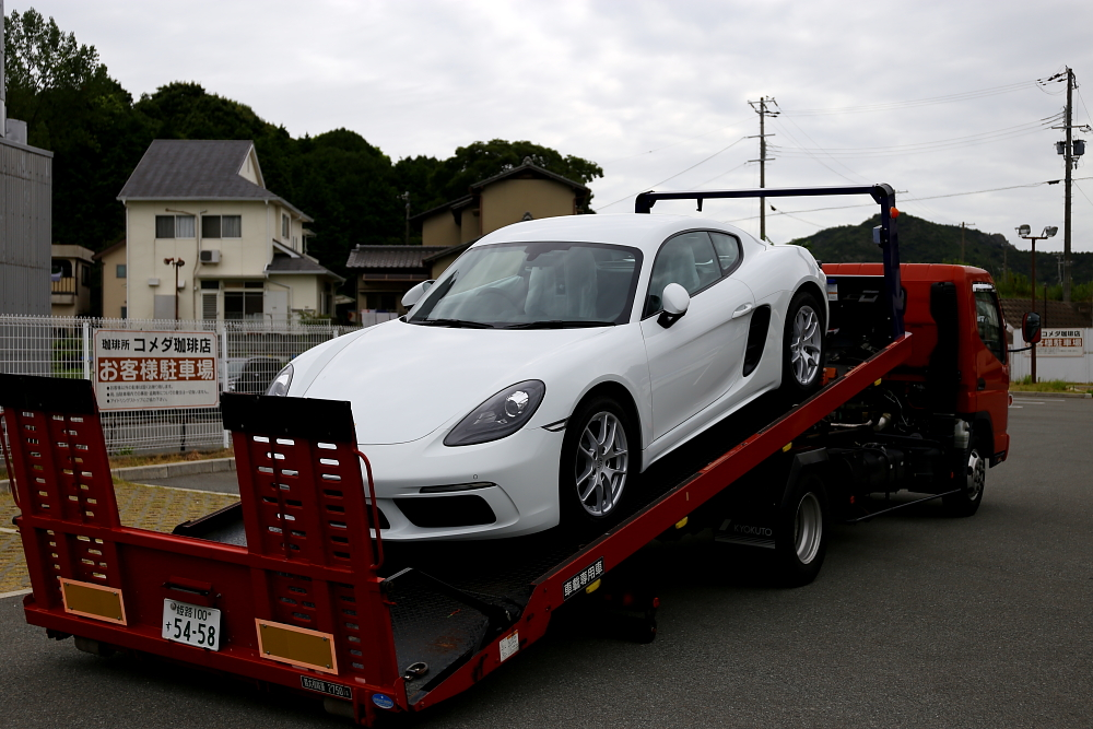 Porscheケイマン/718 & 新車入庫+磨き・コーティング施工!!
