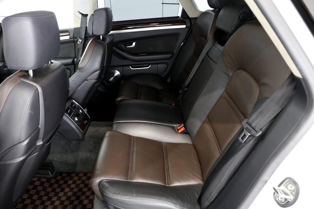 Audi S8/V10