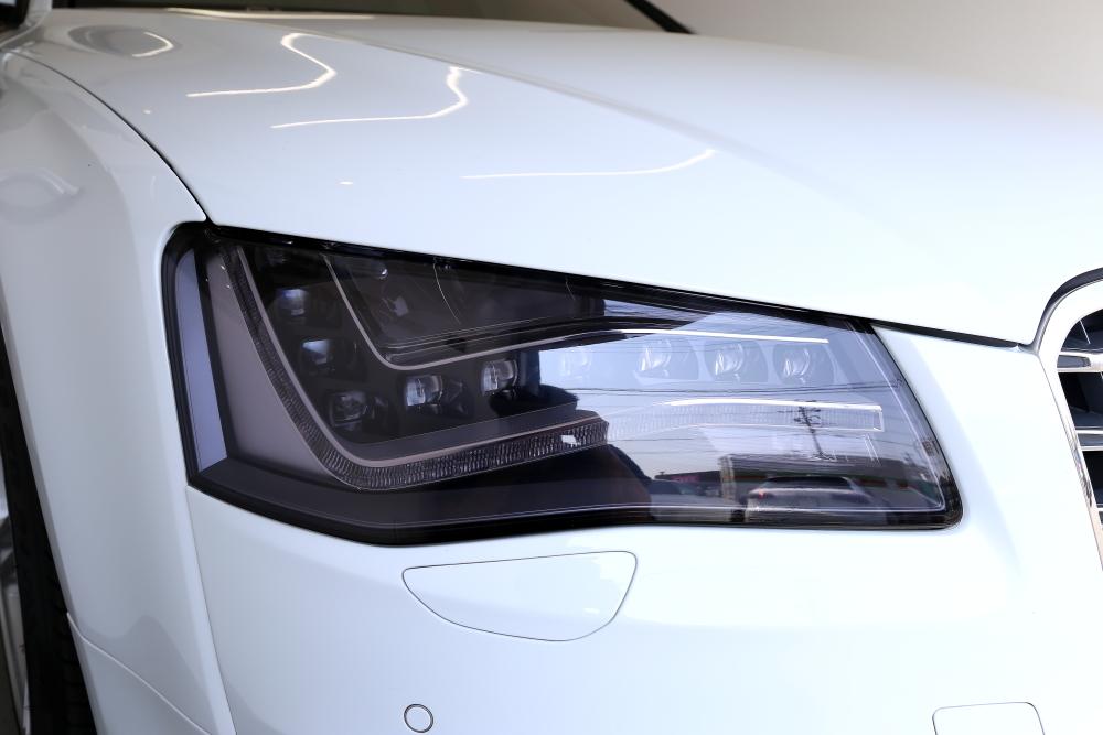 Audi S8/4H