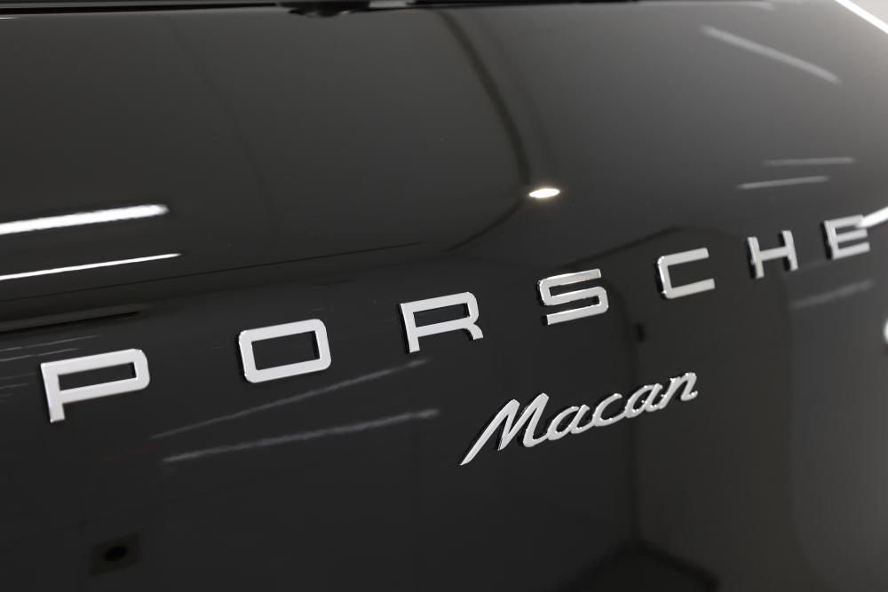 Porsche Macan & 鏡面磨き施工+mp+コーティング施工+祝納車!!